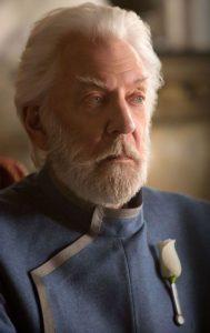 Präsident Snow Donald Sutherland  Tribute von panem 4 Film 2021 Hunger Games